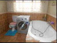 Bathroom 1 - 13 square meters of property in Helderkruin