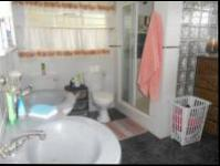 Main Bathroom - 14 square meters of property in Helderkruin