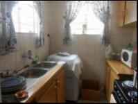 Kitchen - 34 square meters of property in Helderkruin