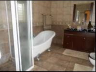 Bathroom 3+ - 17 square meters of property in Helderkruin