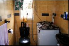 Main Bathroom - 5 square meters of property in Caneside