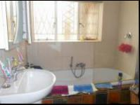 Bathroom 1 - 5 square meters of property in Greymont