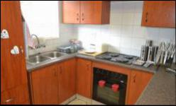 Kitchen - 11 square meters of property in Wierdapark