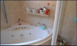 Bathroom 1 - 7 square meters of property in Wierdapark