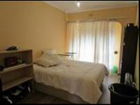 Bed Room 2 - 15 square meters of property in Bryanston West