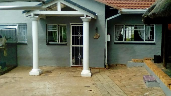 2 Bedroom House for Sale For Sale in Geelhoutpark - Private Sale - MR153790