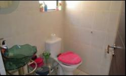 Bathroom 3+ - 10 square meters of property in Kosmosdal