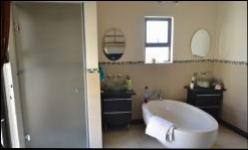 Main Bathroom of property in Kosmosdal