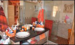 Bathroom 1 - 10 square meters of property in Amandasig