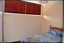 Bed Room 1 - 11 square meters of property in Amanzimtoti
