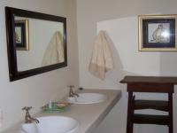 Main Bathroom of property in Uniondale