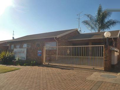 3 Bedroom Simplex For Sale in Krugersdorp - Private Sale - MR15413