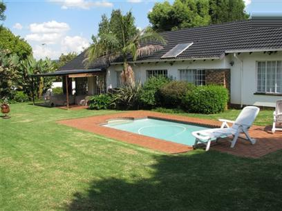 3 Bedroom House to Rent in Weltevreden Park - Property to rent - MR15415