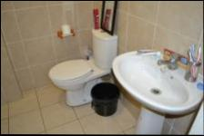 Bathroom 1 - 4 square meters of property in Mountain View