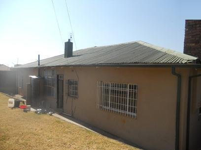 Standard Bank Repossessed 7 Bedroom House on online auction in Greymont - MR15445