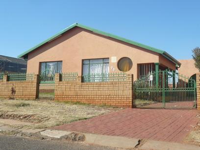 Standard Bank Repossessed 3 Bedroom House For Sale in Lenasia South - MR15484