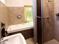 Bathroom 1 of property in Waterkloof Glen