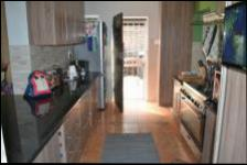 Kitchen - 11 square meters of property in Val de Grace