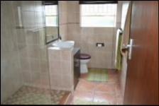 Bathroom 2 - 6 square meters of property in Val de Grace