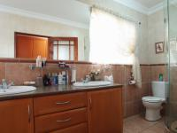 Main Bathroom - 13 square meters of property in The Wilds Estate
