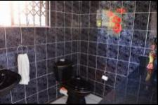 Bathroom 1 - 7 square meters of property in Hilton