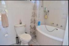 Main Bathroom - 5 square meters of property in Hilton