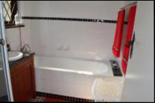 Main Bathroom - 10 square meters of property in Cato Manor