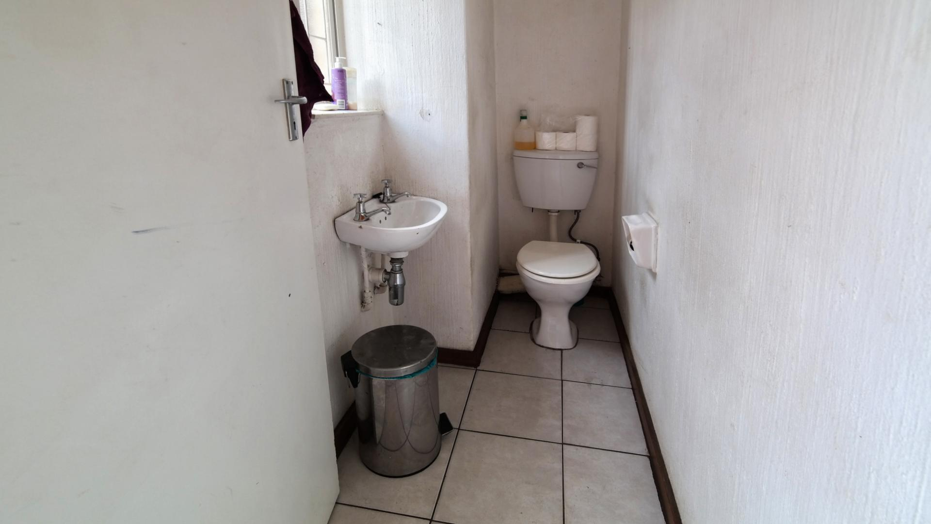 Guest Toilet - 3 square meters of property in Wingate Park