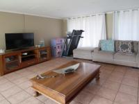 Lounges - 34 square meters of property in Elarduspark