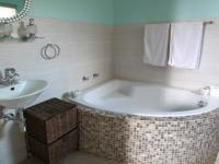 Bathroom 1 - 9 square meters of property in Elarduspark