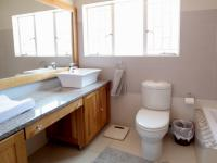 Main Bathroom - 14 square meters of property in Elarduspark