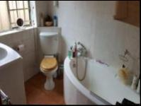 Bathroom 1 - 5 square meters of property in Kensington - JHB