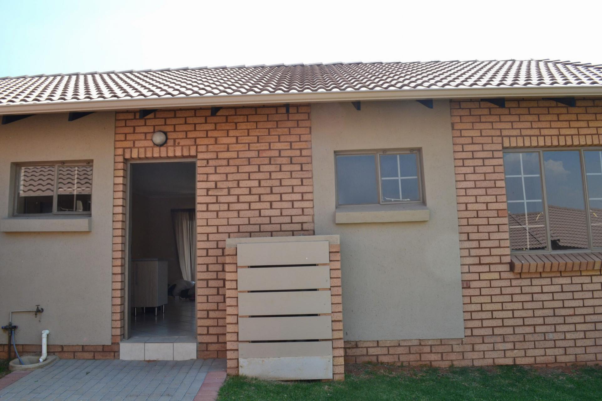 3 bedroom simplex for sale for sale in sagewood home for Sage wood