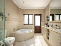 Bathroom 1 of property in Sandown