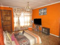 Lounges - 13 square meters of property in Vosloorus
