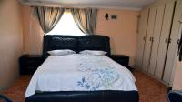 Main Bedroom - 19 square meters of property in Newlands East
