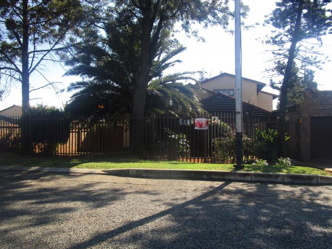 Standard Bank EasySell 5 Bedroom House for Sale For Sale in Moffat View - MR157931