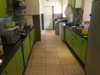 Kitchen of property in Kleve Hill Park