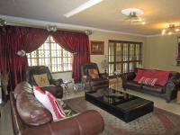 Lounges - 98 square meters of property in Benoni