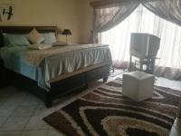 Main Bedroom of property in Klerksdorp