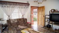 Lounges - 14 square meters of property in Lovu