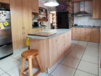 Kitchen - 22 square meters of property in Waterkloof Glen