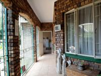 Patio - 45 square meters of property in Waterkloof Glen
