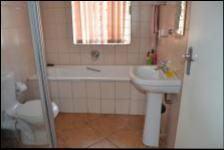 Bathroom 1 - 6 square meters of property in Reyno Ridge