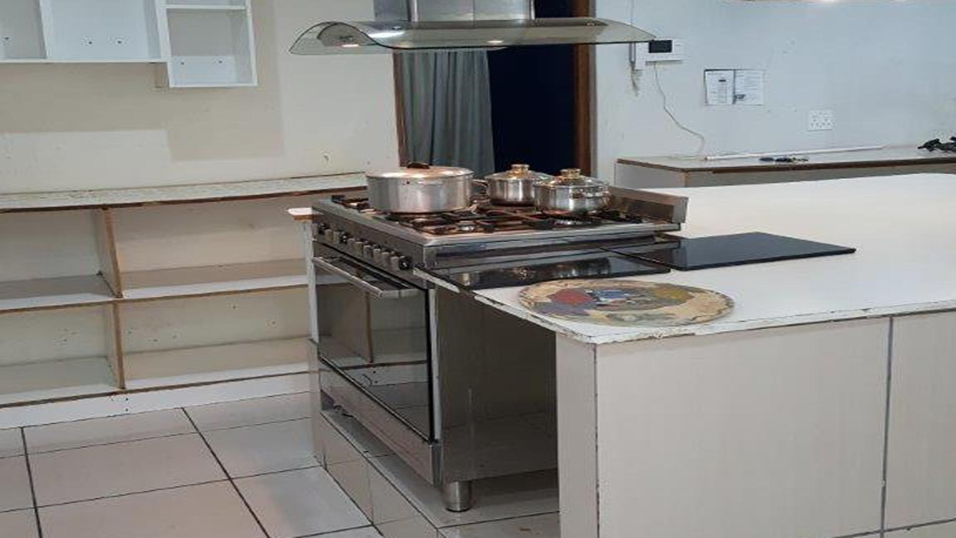 Kitchen of property in Annadale