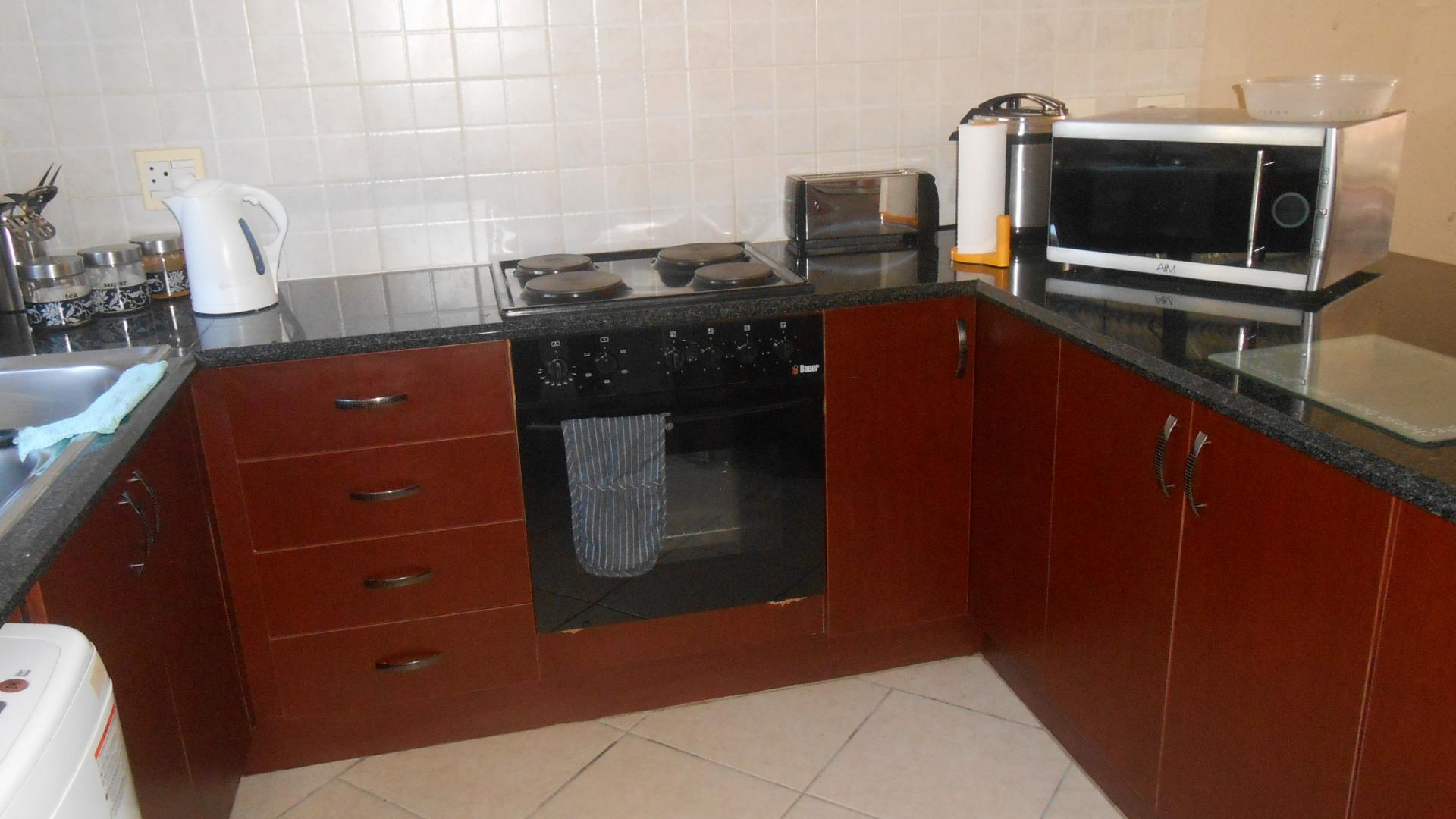Kitchen - 28 square meters of property in Zwartkop