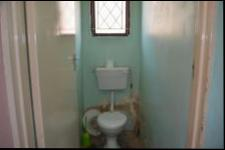 Main Bathroom - 5 square meters of property in Bonela