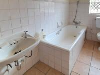 Bathroom 1 - 5 square meters of property in Waterkloof Glen