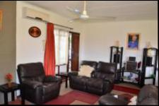 Lounges - 26 square meters of property in Yellowwood Park