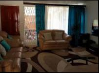 Lounges - 18 square meters of property in Sunninghill